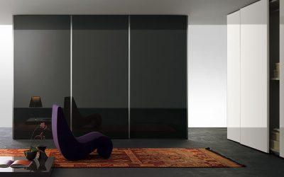 ארון הזזה זכוכית שחורה
